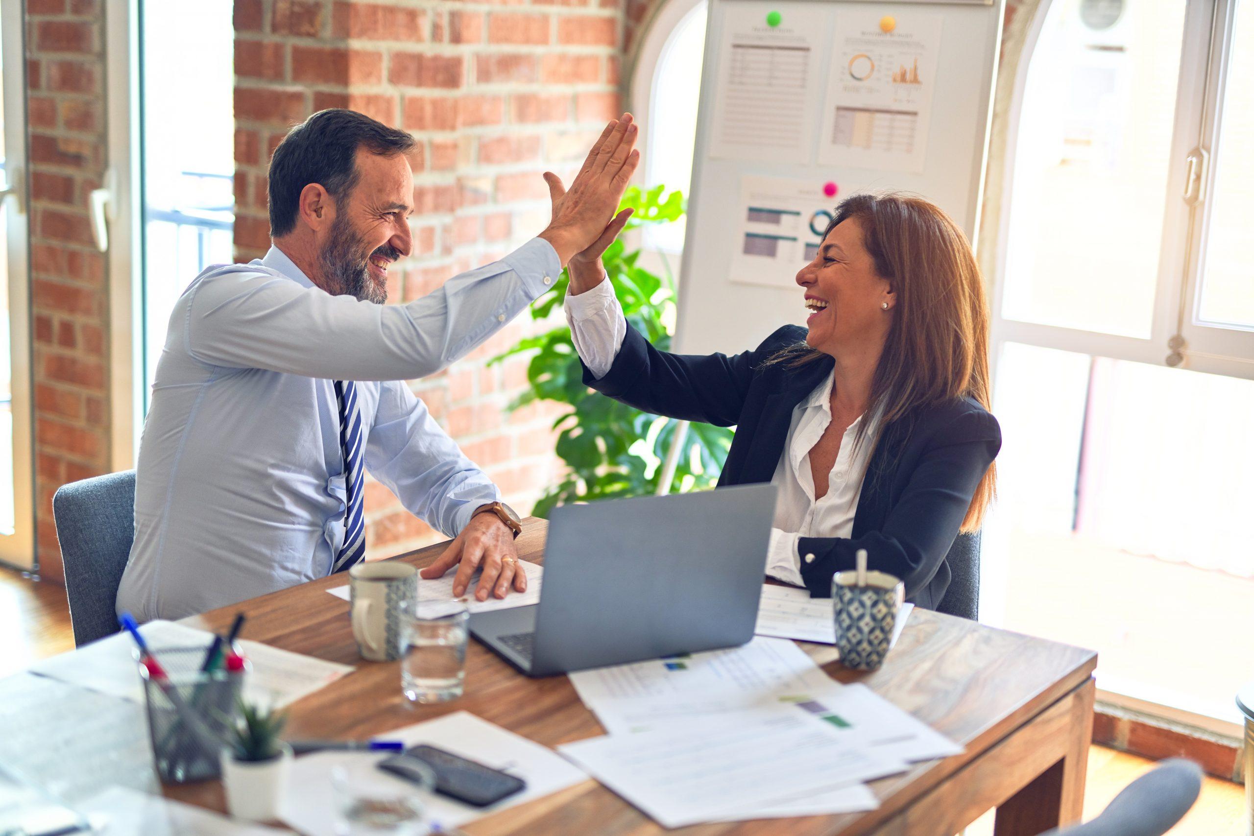 Notre équipe apporte toute sa richesse humaine pour maintenir une relation privilégiée avec chaque candidat et chaque client qui nous fait confiance.